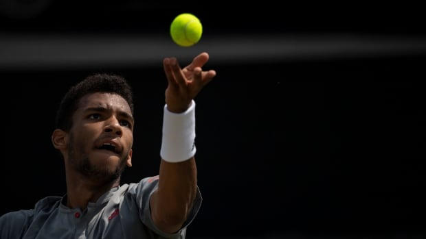 Auger-Aliassime takes straight-set victory over Querrey to reach Stuttgart Open final