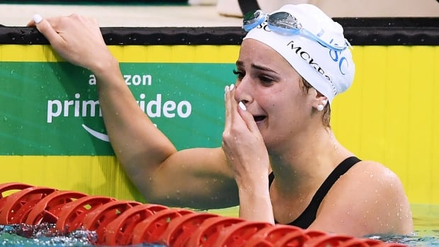 Kaylee McKeown breaks swimming world record, using father's death as motivation