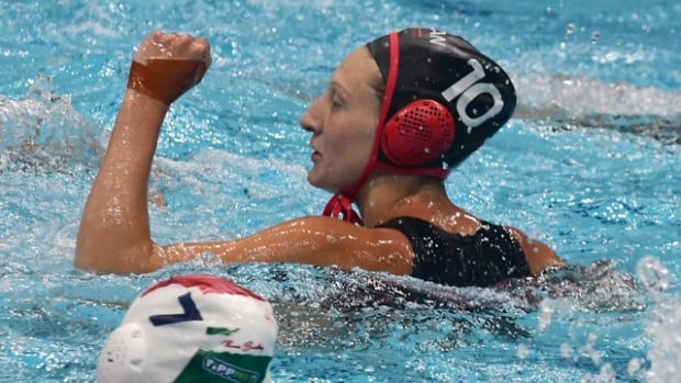 Canadian women's water polo team edge Hungary to charge into knockout round at World League Super Final