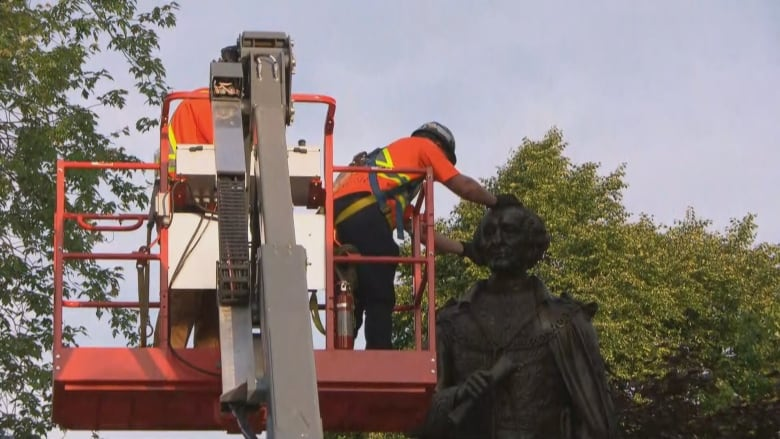 Sir John A. Macdonald statue to be moved from Kingston, Ont., park on Friday thumbnail