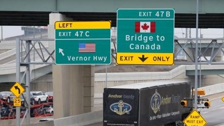 HEALTH-CORONAVIRUS/CANADA-BORDERS