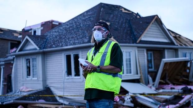 Tornado tore 5-kilometre-long path of destruction through Barrie, Ont: Environment Canada