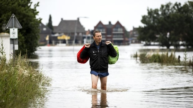 Death toll from disastrous flooding in western Europe rises above 150 | CBC News