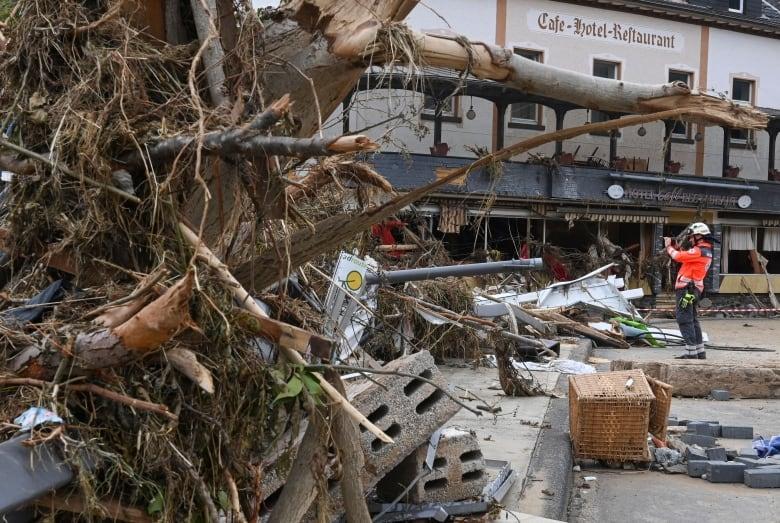 Germany defends flood preparations