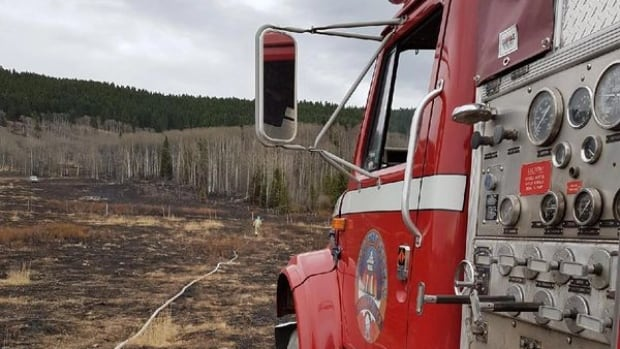 Contract firefighters keen to join B.C. wildfire efforts, but say they face barriers doing so   CBC News