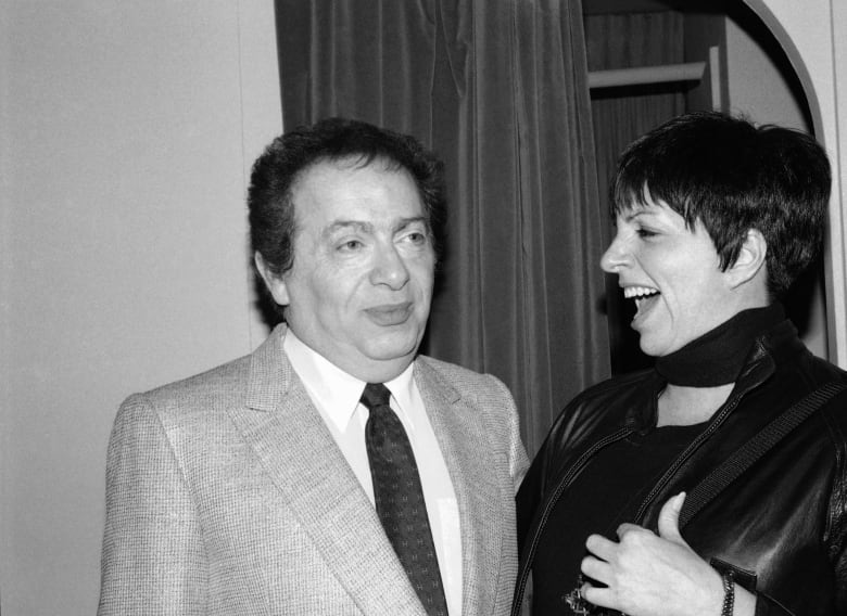 Jackie Mason, irascible comedian who perfected amused outrage, dies at 93