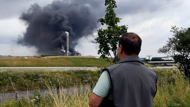 German chemical explosion leaves 1 dead, 4 missing   CBC News