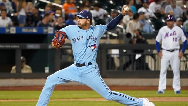 Heads up, baseball fans: the Blue Jays are bringing back dedicated radio broadcasts | CBC News
