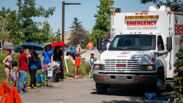 Extreme heat warnings issued across Alberta, temperatures up to 35 C expected | CBC News