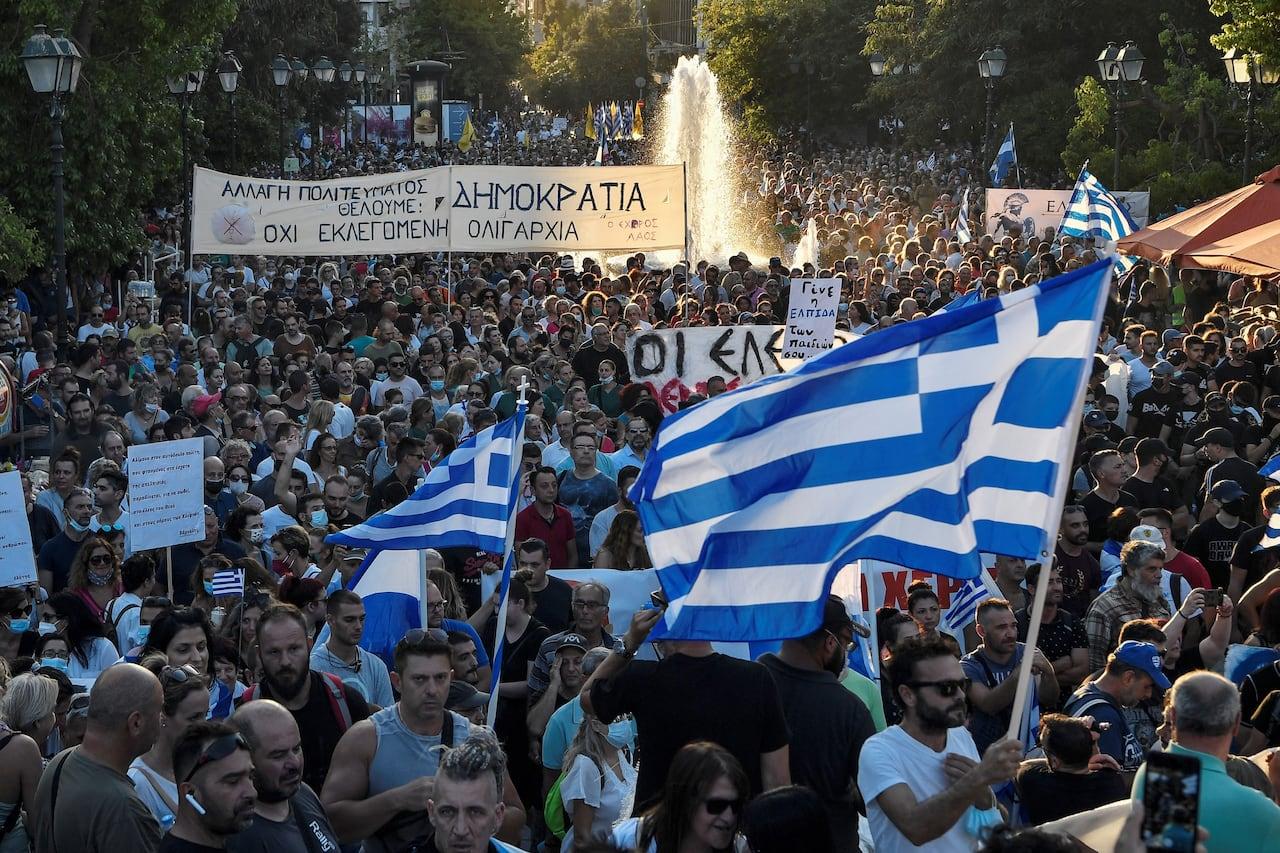 Police, anti-vaccination protesters clash in Greece | CBC