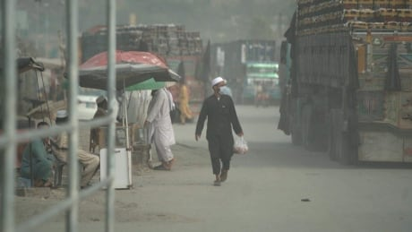 Key Afghan-Pakistan border crossing a crush of commerce waiting to move