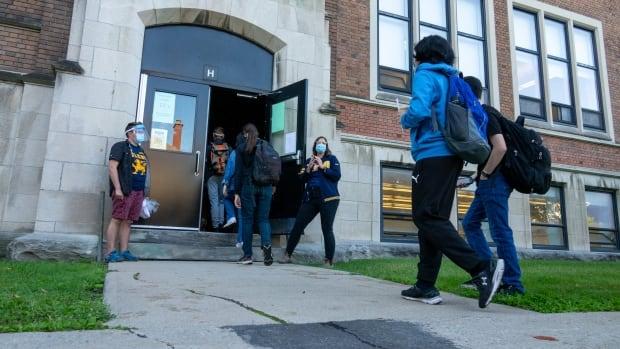 Doctors, epidemiologists optimistic schools won't shut down | CBC News