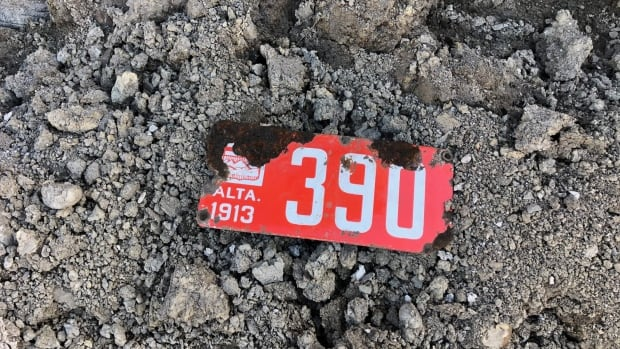 1913 Alberta licence plate unearthed near downtown Calgary bridge   CBC News