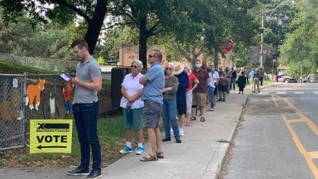 Toronto long line at polling station