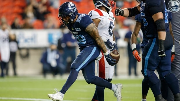 Short-handed Argonauts fend off Alouettes to stay perfect on home field
