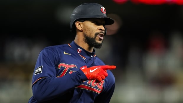 Twins continue to put dent in Jays' playoff hopes with 2nd consecutive win