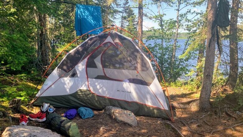https://i.cbc.ca/1.6191853.1632831778!/fileImage/httpImage/image.JPG_gen/derivatives/16x9_780/tent-campsite.JPG