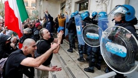 HEALTH-CORONAVIRUS/ITALY-PROTEST