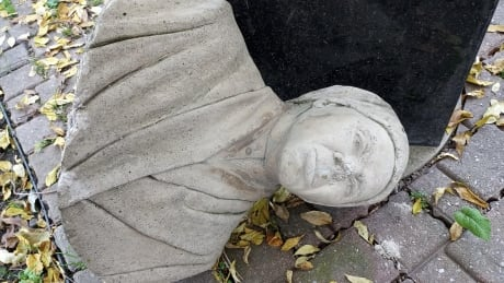 Harriet Tubman bust, smashed
