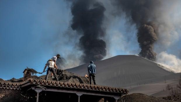 'A true lava tsunami' from La Palma volcano following quakes | CBC