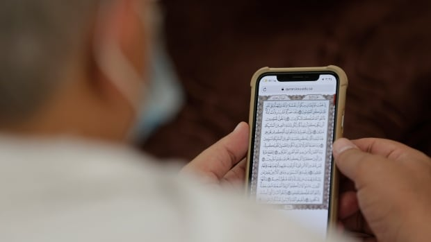 China pulls Qur'an, Bible apps in crackdown on Apple store | CBC News
