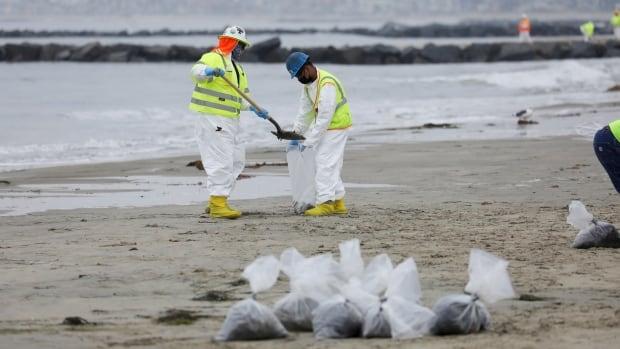 Cargo ship dragged California oil pipeline months before major leak, coast guard says