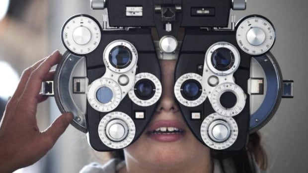 As optometrists-Ontario dispute drags on, concerns raised about catching health issues, not just bad eyesight   CBC News