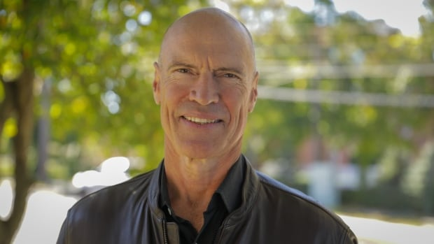7 questions for Mark Messier, from Gretzky and hockey fights to the NHL's new breed | CBC News