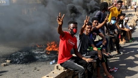 Military in Sudan detain prime minister, government officials in apparent coup