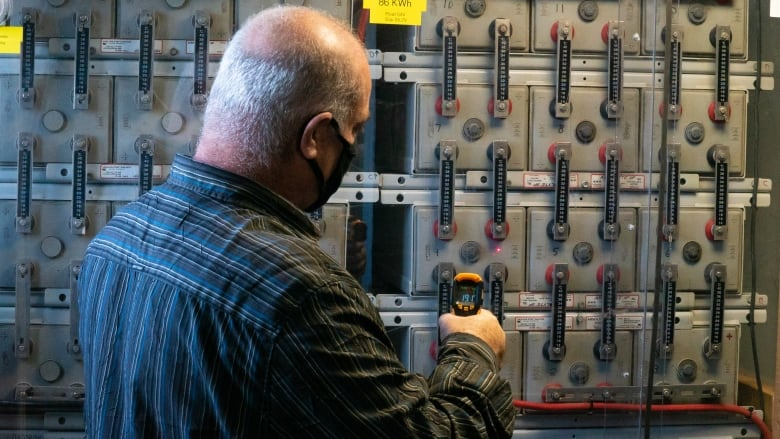 Facing sky-high connection fees, rural Ontarians go off the grid | CBC News