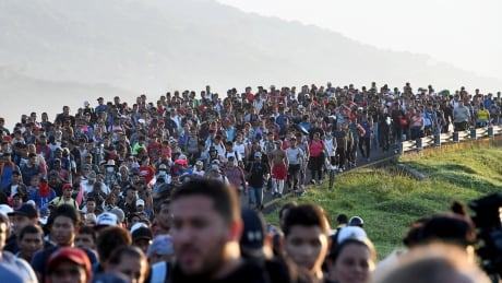 Hundreds join migrant caravan march in Mexico