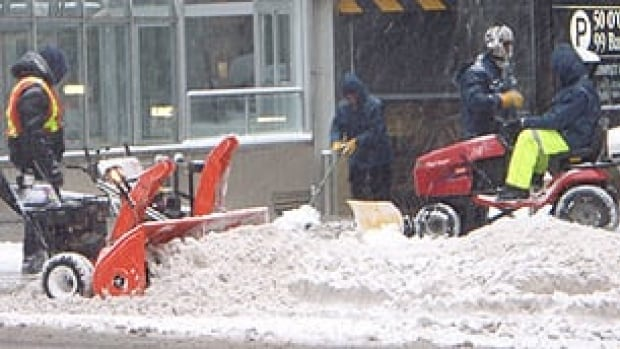 Snow crews will cover 6,000 kilometres of roads, 2,000 kilometres of sidewalks, the Transitway and bus stops.