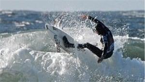 bc-091102-tofino-devries-surfing-TOP