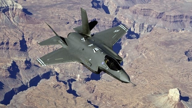 A design problem in the F-35 stealth fighter program could leave pilots vulnerable, a leaked U.S. report suggests.